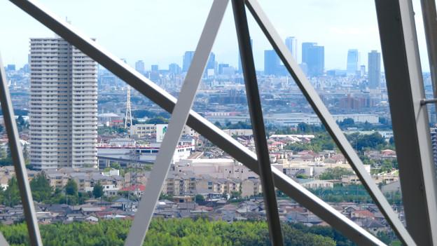 尾張白山の鉄塔越しに見た景色 - 2:スカイステージ33と名駅ビル群