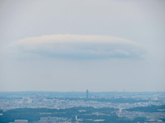 弥勒山山頂から見た景色:東山スカイタワーの上にあった雲