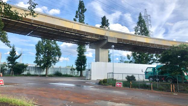 桃花台線の国道155号立体交差手前の高架撤去工事(2020年8月12日)- 1