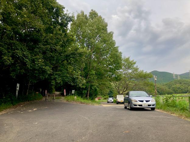 みろくの森入り口と宮滝大池沿いの駐車スペース - 3