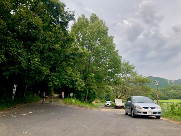 Photos: みろくの森入り口と宮滝大池沿いの駐車スペース - 5