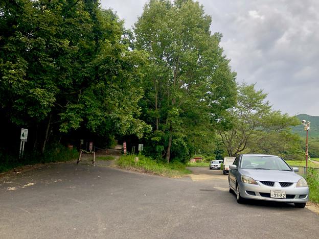 みろくの森入り口と宮滝大池沿いの駐車スペース - 4