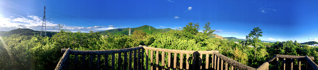 春日井市少年自然の家「野外教育センター」展望台から見た景色のパノラマ写真 - 5:西高森山~春日井三山~高森山