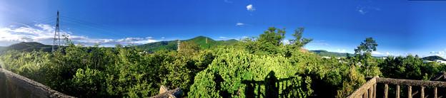 春日井市少年自然の家「野外教育センター」展望台から見た景色のパノラマ写真 - 6:西高森山~春日井三山~高森山