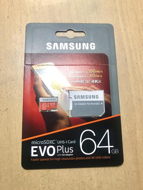 Samsung製microSDXCカード「EVO Plus(64GB)」 - 1:本体パッケージ(ハサミ入れ済み)