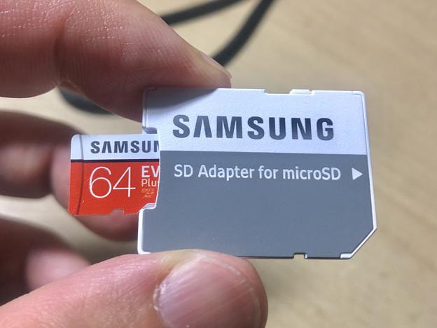 Samsung製microSDXCカード「EVO Plus(64GB)」 - 11:SDカードアダプターに挿入