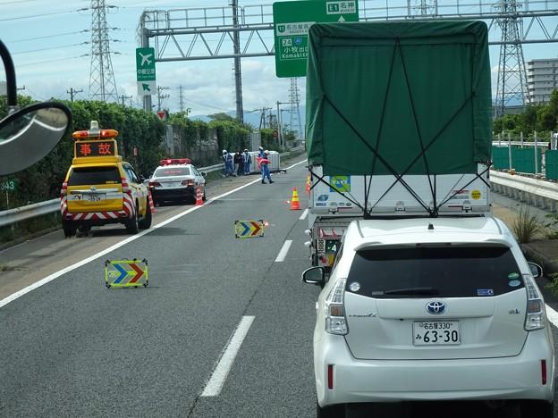 東名高速 小牧JCT~小牧インター間で起きていたワゴン車の横転事故(2020年9月) - 1