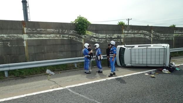 東名高速 小牧JCT~小牧インター間で起きていたワゴン車の横転事故(2020年9月) - 4