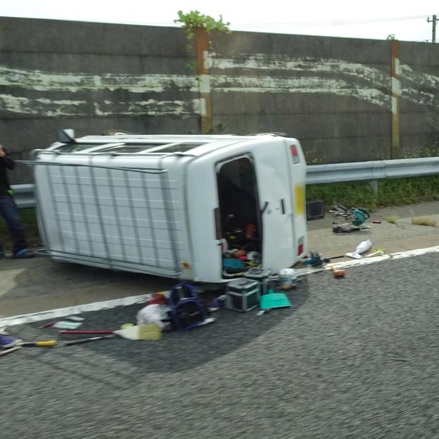 東名高速 小牧JCT~小牧インター間で起きていたワゴン車の横転事故(2020年9月) - 6