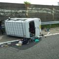 Photos: 東名高速 小牧JCT~小牧インター間で起きていたワゴン車の横転事故(2020年9月) - 6