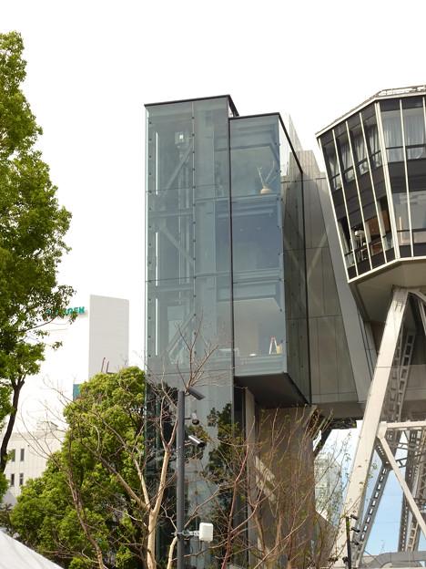 リニューアルした久屋大通公園「ヒサヤオオドオリパーク」 - 25:テレビ塔横に設置された新しい建物
