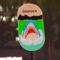 夜のリニューアルした久屋大通公園「ヒサヤオオドオリパーク」 - 25:水場に入らないようにと言う注意書きにサメの絵