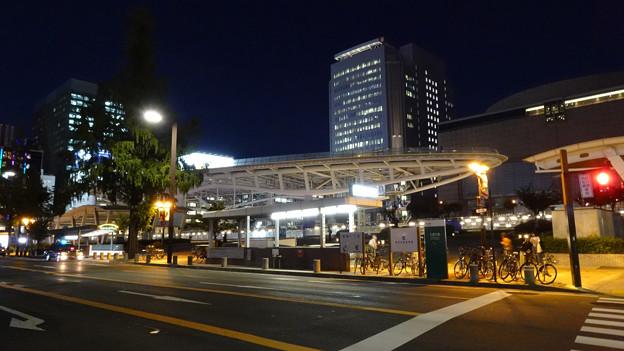 久屋大通沿いから見た夜のオアシス21