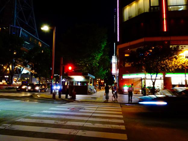 WX800のピクチャーエフェクト「ポップ」で撮影した夜の栄の街並み