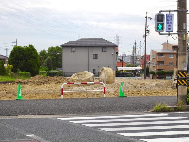 パチンコ春日井ジャパン跡地にあった円柱形?の変わった土塊 - 1