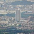 弥勒山頂上から見た桃花台ニュータウン - 3:スカイステージ33とピアーレ