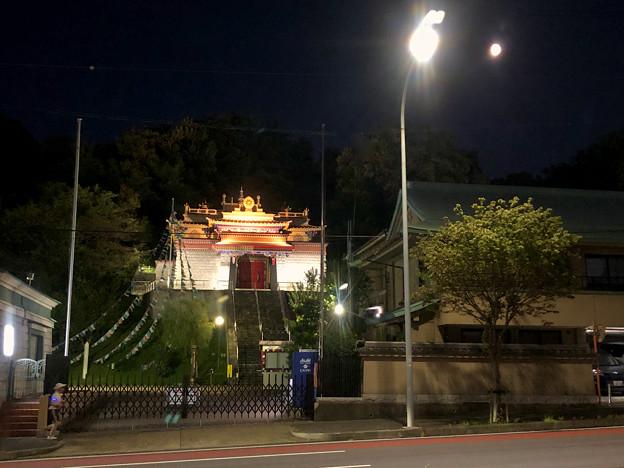 夜のチベット仏教寺院「強巴林」 - 3