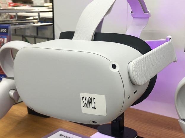 近所の店にも置いてた「Oculus Quest 2」のサンプル - 2