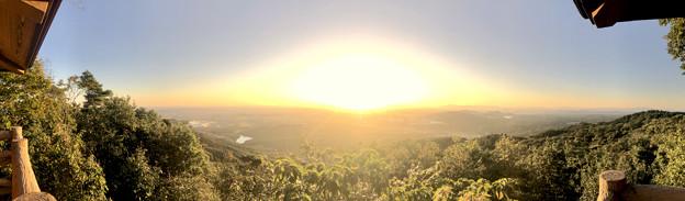 弥勒山山頂から見た夕暮れ時の景色(パノラマ)