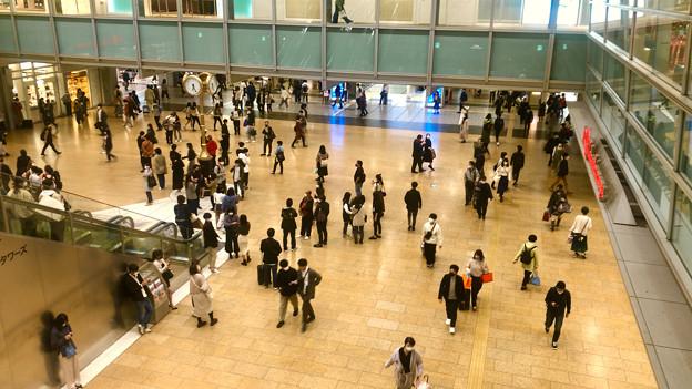 結構人がいた名古屋駅コンコース金の時計広場(2020年10月18日)