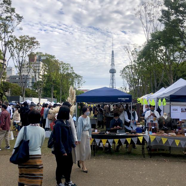 リニューアル直後で賑わう久屋大通公園 - 22:ソーシャルタワーマーケット