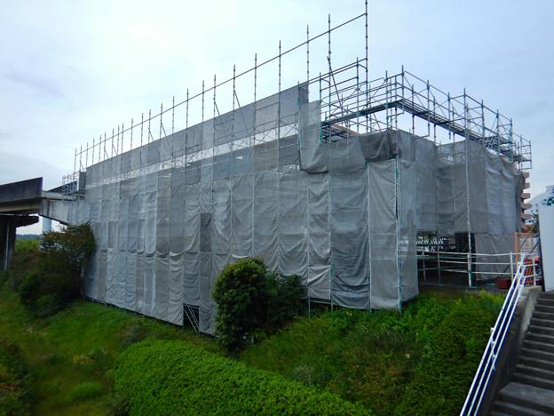 解体工事中の旧・桃花台線桃花台東駅(2020年10月22日) - 2