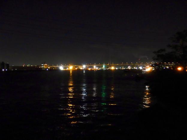潮見ふ頭に架かる橋から見た名港東大橋