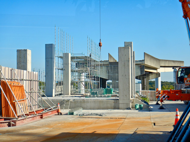 解体工事中の桃花台線桃花台東駅(2020年10月26日) - 15