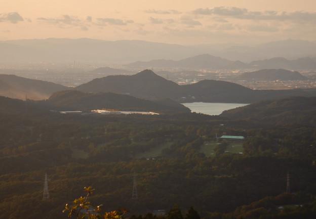 弥勒山山頂から見た入鹿池と尾張富士