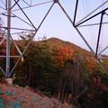 Photos: 大谷山の送電線鉄塔下 - 2:紅葉した道樹山山頂