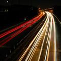 中央道を走る車の光の軌跡