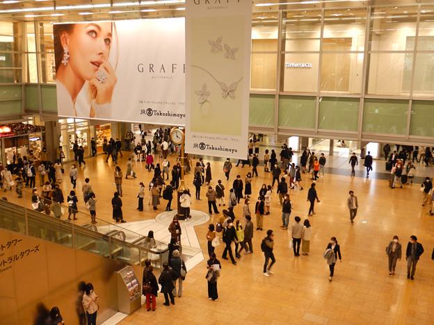 名駅コンコース金の時計広場(2020年11月)- 2