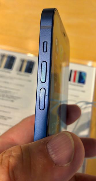 iPhone 12 - 4:側面