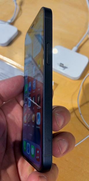 iPhone 12 Mini - 2:側面