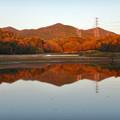 宮滝大池に映る秋の春日井三山 - 1