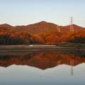 Photos: 宮滝大池に映る秋の春日井三山 - 2