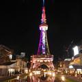 水面に反射する夜の名古屋テレビ塔