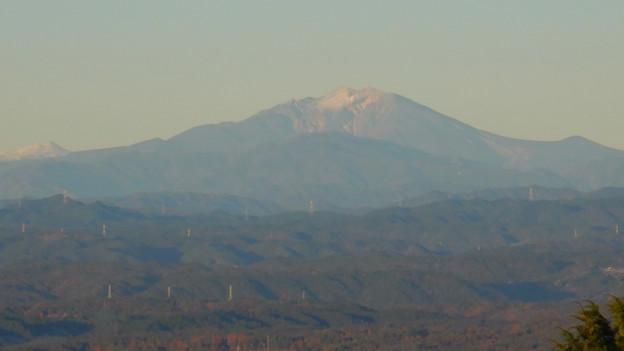 弥勒山山頂から見た頂上付近に薄っすら雪を頂く御嶽山 - 3