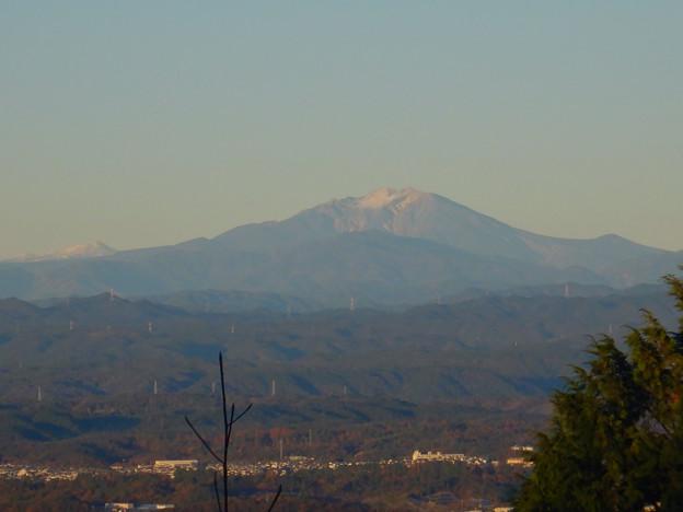 弥勒山山頂から見た頂上付近に薄っすら雪を頂く御嶽山 - 5