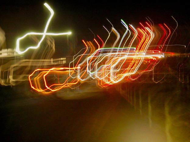手ブレで作った光の軌跡 - 2:「d」みたいに