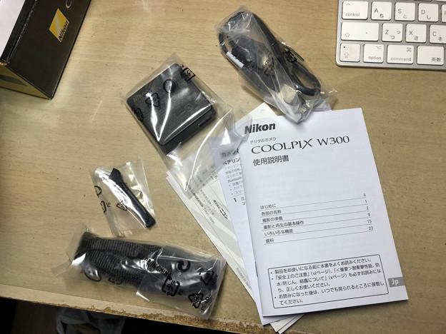 COOLPIX W300(Black) - 15:付属品(バッテリ以外)と説明書等