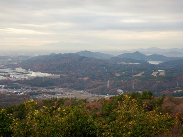 弥勒山山頂から見た景色 - 3:尾張白山、本宮山、尾張富士、入鹿池
