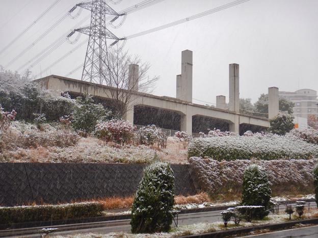 Photos: 雪の大晦日に撮影した解体工事中の旧・桃花台東駅 - 1
