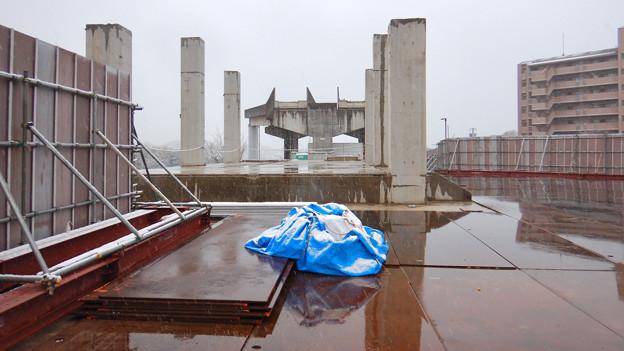 Photos: 雪の大晦日に撮影した解体工事中の旧・桃花台東駅 - 3