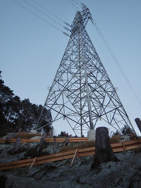完成したと見られる、ふれあいの森のリニア中央線用の送電線鉄塔 - 2