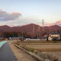 大谷川沿いから見た夕暮れ時の冬の春日井三山
