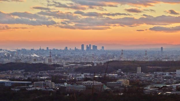 西高森山の山頂から見た夕暮れ時の景色