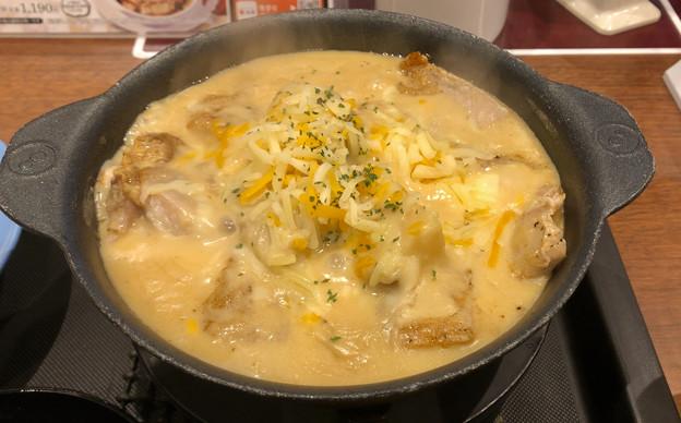 松屋:ジョージア料理をアレンジした「シュクメルリ鍋定食」 - 2