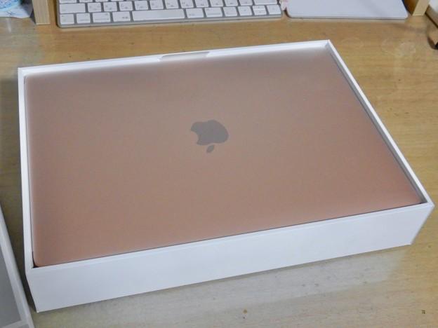 Photos: Macbook Air 2020(M1、ゴールド) - 5:箱に入った本体
