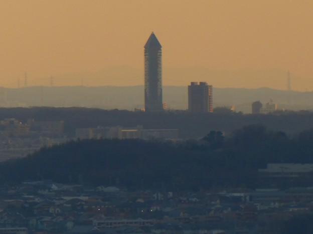 西高森山山頂から見た東山スカイタワー